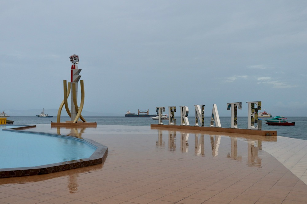 Ternate boardwalk, featuring a wading pool, an abstract statue, and giant letters that spell out TERNATE